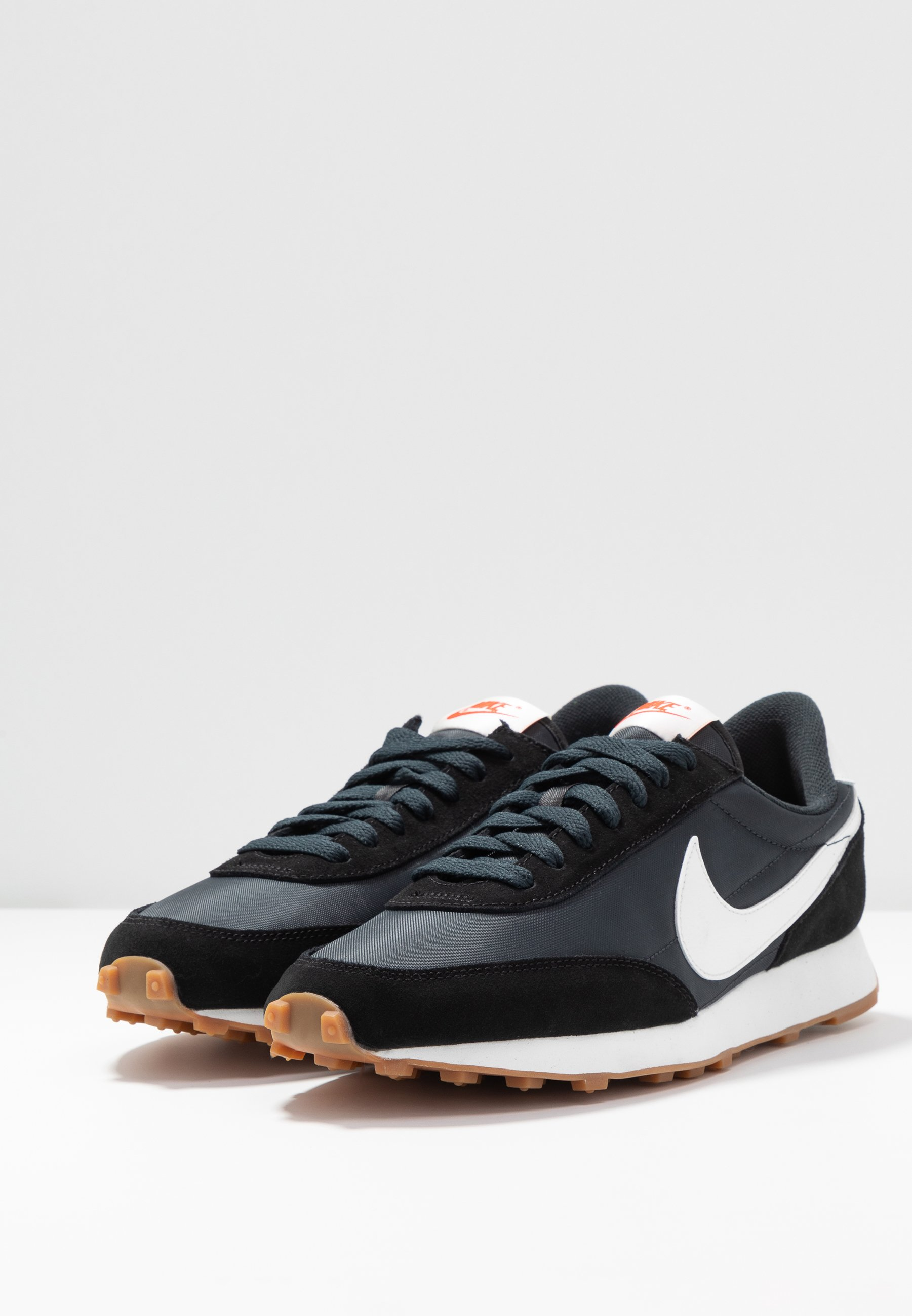 Nike Sportswear DAYBREAK - Sneakers - black/summit white/off noir/brown/team orange