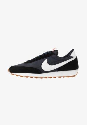 DAYBREAK - Sneakers basse - black/summit white/off noir/brown/team orange