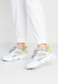 Nike Sportswear - M2K - Sneakers laag - half blue/atmosphere grey/chrome yellow/summit white - 0