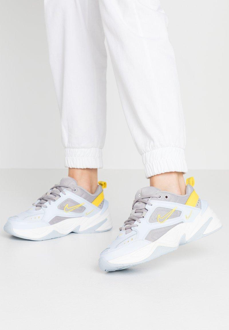 Nike Sportswear - M2K - Sneakers laag - half blue/atmosphere grey/chrome yellow/summit white