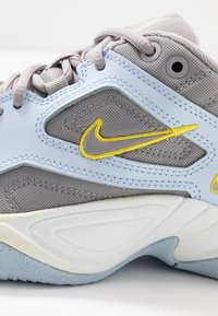 Nike Sportswear - M2K - Sneakers laag - half blue/atmosphere grey/chrome yellow/summit white - 2