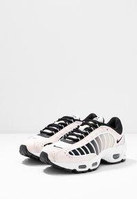 Nike Sportswear - AIR MAX TAILWIND - Sneakersy niskie - light soft pink/black/white/desert sand - 6