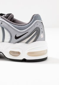 Nike Sportswear - AIR MAX TAILWIND - Tenisky - wolf grey/black/cool grey/white/light soft pink/desert sand - 2