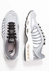Nike Sportswear - AIR MAX TAILWIND - Tenisky - wolf grey/black/cool grey/white/light soft pink/desert sand - 3