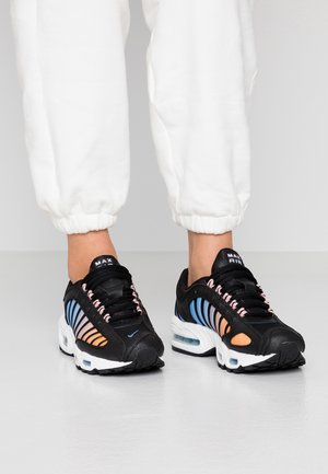 AIR MAX TAILWIND - Sneakersy niskie - black/white/coral stardust/light blue