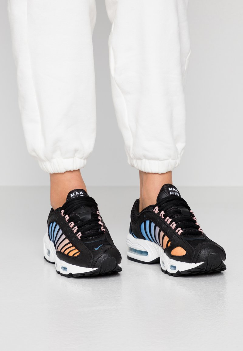 Nike Sportswear - AIR MAX TAILWIND - Trainers - black/white/coral stardust/light blue