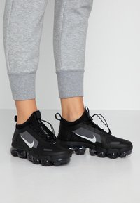 Nike Sportswear - AIR VAPORMAX 2019 UTILITY - Trainers - black/reflect silver/white - 0