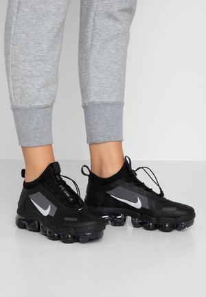 AIR VAPORMAX 2019 UTILITY - Sneaker low - black/reflect silver/white