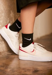 Nike Sportswear - AIR FORCE 1 SHADOW - Matalavartiset tennarit - phantom/echo pink/gym red - 4