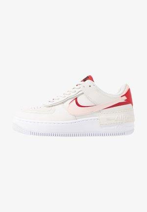 AIR FORCE 1 SHADOW - Sneakers - phantom/echo pink/gym red