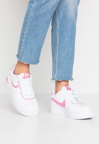 Nike Sportswear - AIR FORCE 1 SHADOW - Trainers - white/magic flamingo - 0