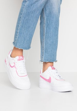 AIR FORCE 1 SHADOW - Matalavartiset tennarit - white/magic flamingo