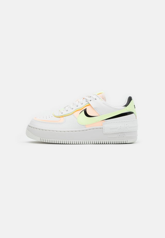 AIR FORCE 1 SHADOW - Sneaker low - summit white/crimson tint/black/barely volt