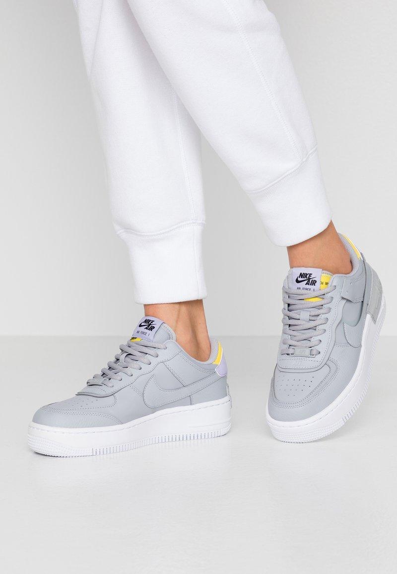Nike Sportswear - AIR FORCE 1 SHADOW - Matalavartiset tennarit - wolf grey/chrome yellow/lavender mist