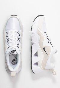 Nike Sportswear - RYZ - Zapatillas - white/black/summit white/phantom - 3