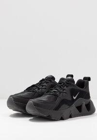 Nike Sportswear - RYZ 365 - Sneakersy niskie - black/metallic dark grey - 3