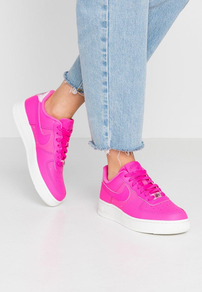 Nike Sportswear - AIR FORCE 1 '07 ESS - Sneaker low - laser fuchsia/summit white