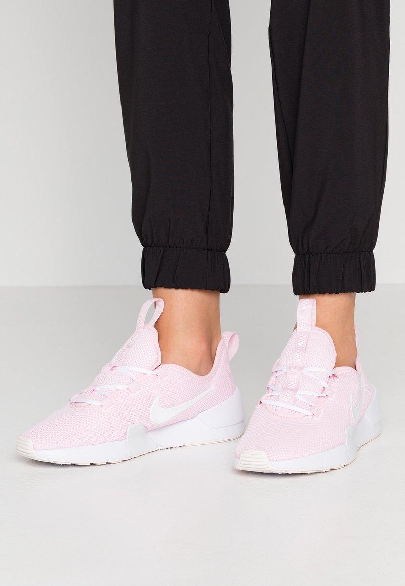 Nike Sportswear - ASHIN MODERN - Sneaker low - pink/white/pale pink