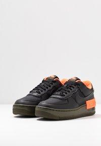 Nike Sportswear - AF1 SHADOW - Sneakersy niskie - black/hyper crimson/cargo khaki - 4