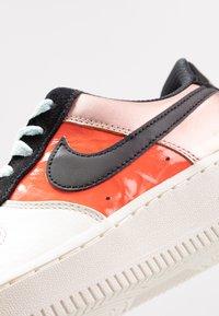 Nike Sportswear - AIR FORCE 1 - Sneaker low - metallic red bronze/black/teal tint/bright crimson/sail/night maroon - 2