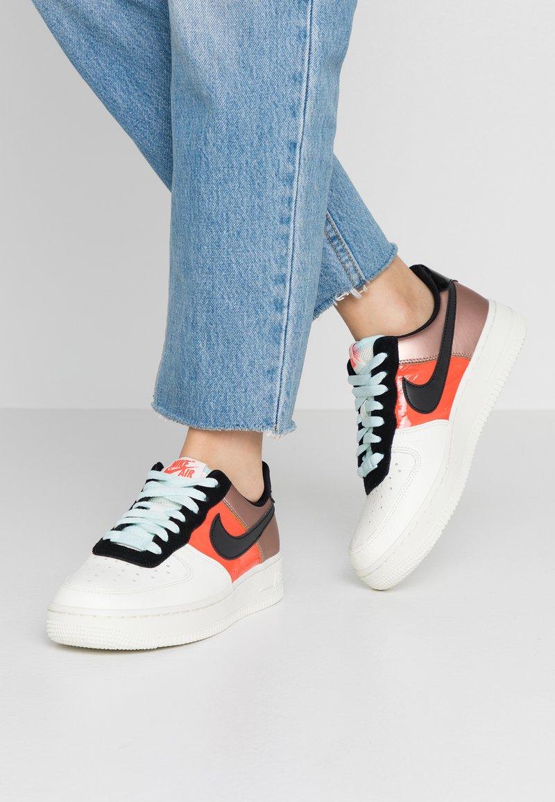 Nike Sportswear - AIR FORCE 1 - Sneaker low - metallic red bronze/black/teal tint/bright crimson/sail/night maroon