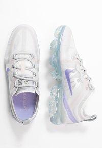 Nike Sportswear - VAPORMAX 2019 - Sneakersy niskie - vast grey/purple agate/wolf grey/metallic platinum - 3