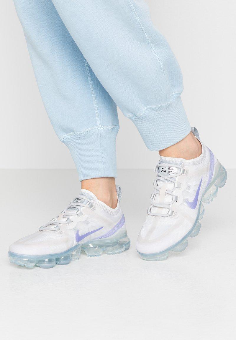 Nike Sportswear - VAPORMAX 2019 - Sneakersy niskie - vast grey/purple agate/wolf grey/metallic platinum