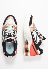 Nike Sportswear - SHOX ENIGMA 9000 - Joggesko - sail/black/metallic red bronze/pure platinum/bright crimson/teal tint - 3