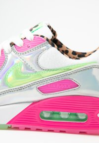 Nike Sportswear - AIR MAX 90 - Sneakersy niskie - white/illusion green/laser fuchsia/black - 2