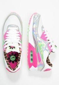 Nike Sportswear - AIR MAX 90 - Sneakersy niskie - white/illusion green/laser fuchsia/black - 3