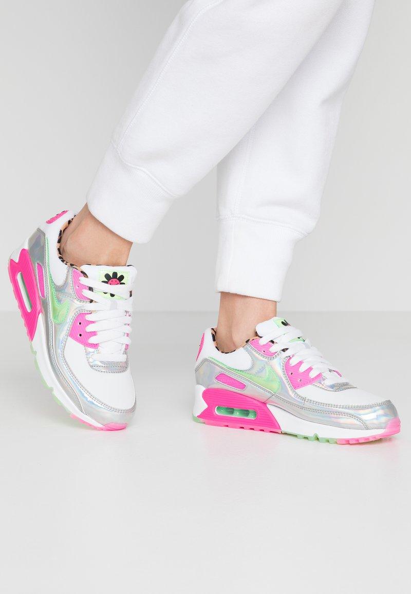 Nike Sportswear - AIR MAX 90 - Sneakersy niskie - white/illusion green/laser fuchsia/black