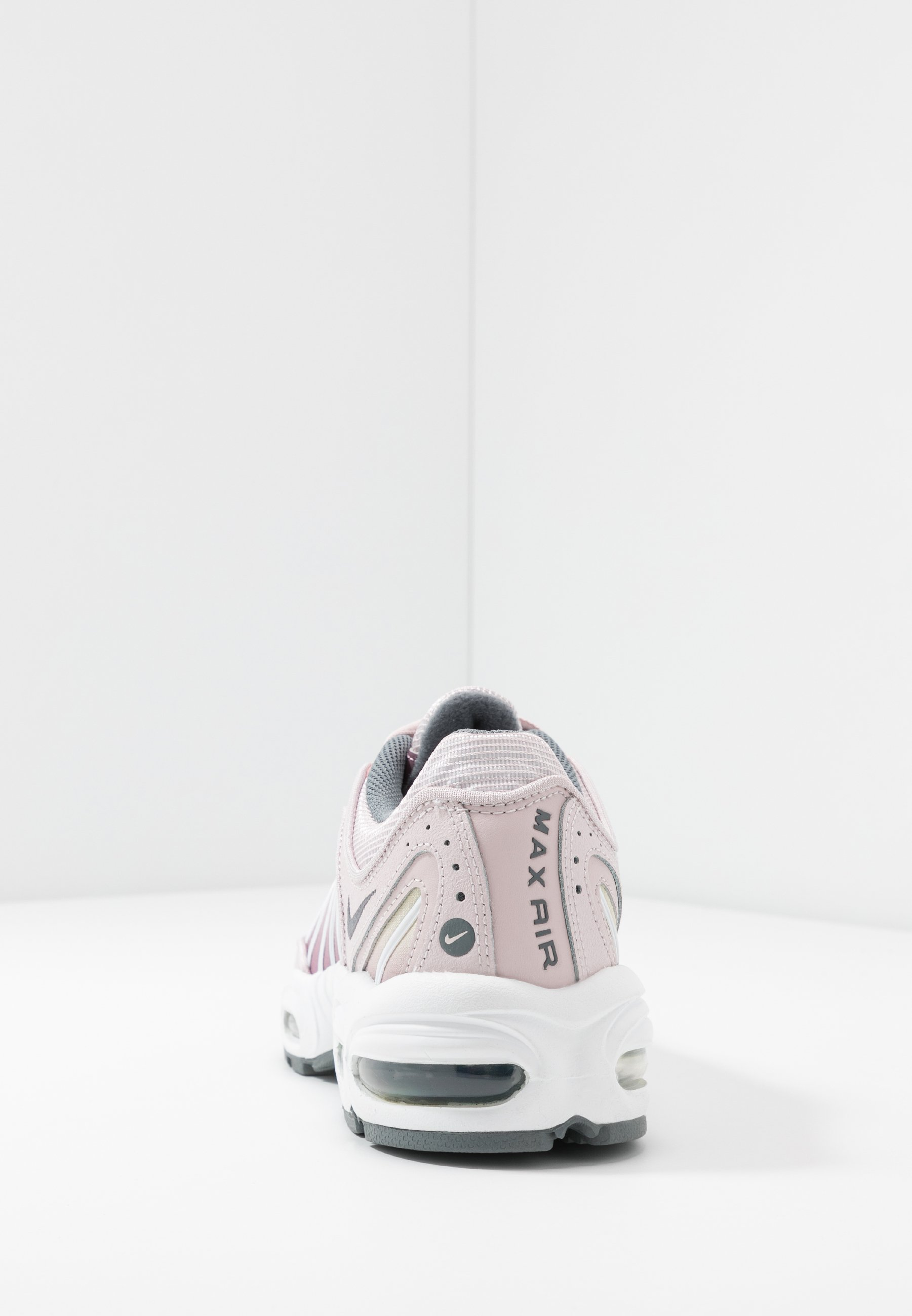 AIR MAX TAILWIND Sneakers barely rosesmoke greyplum dustwhitefossil