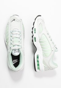 Nike Sportswear - AIR MAX TAILWIND - Sneakersy niskie - spruce aura/black/white/pistachio frost/barely volt - 3
