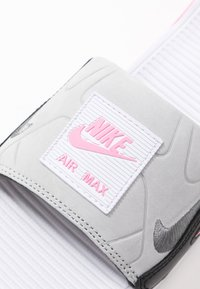 Nike Sportswear - NIKE AIR MAX 90 DAMEN-SLIDES - Sandały kąpielowe - white/cool grey/rose/pure platinum/black - 5
