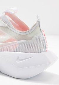 Nike Sportswear - VISTA LITE - Baskets basses - white/laser crimson/photon dust - 2