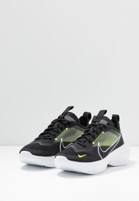 Nike Sportswear - VISTA LITE - Sneakersy niskie - black/white/lemon - 4