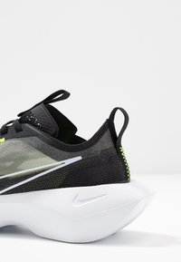 Nike Sportswear - VISTA LITE - Sneakersy niskie - black/white/lemon - 2