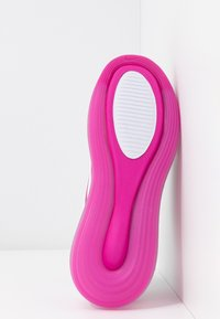 Nike Sportswear - AIR MAX 720 - Sneakersy niskie - white/fire pink/metallic silver/platinum tint - 6