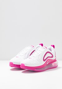 Nike Sportswear - AIR MAX 720 - Sneakersy niskie - white/fire pink/metallic silver/platinum tint - 4