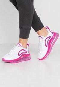 Nike Sportswear - AIR MAX 720 - Sneakersy niskie - white/fire pink/metallic silver/platinum tint - 0