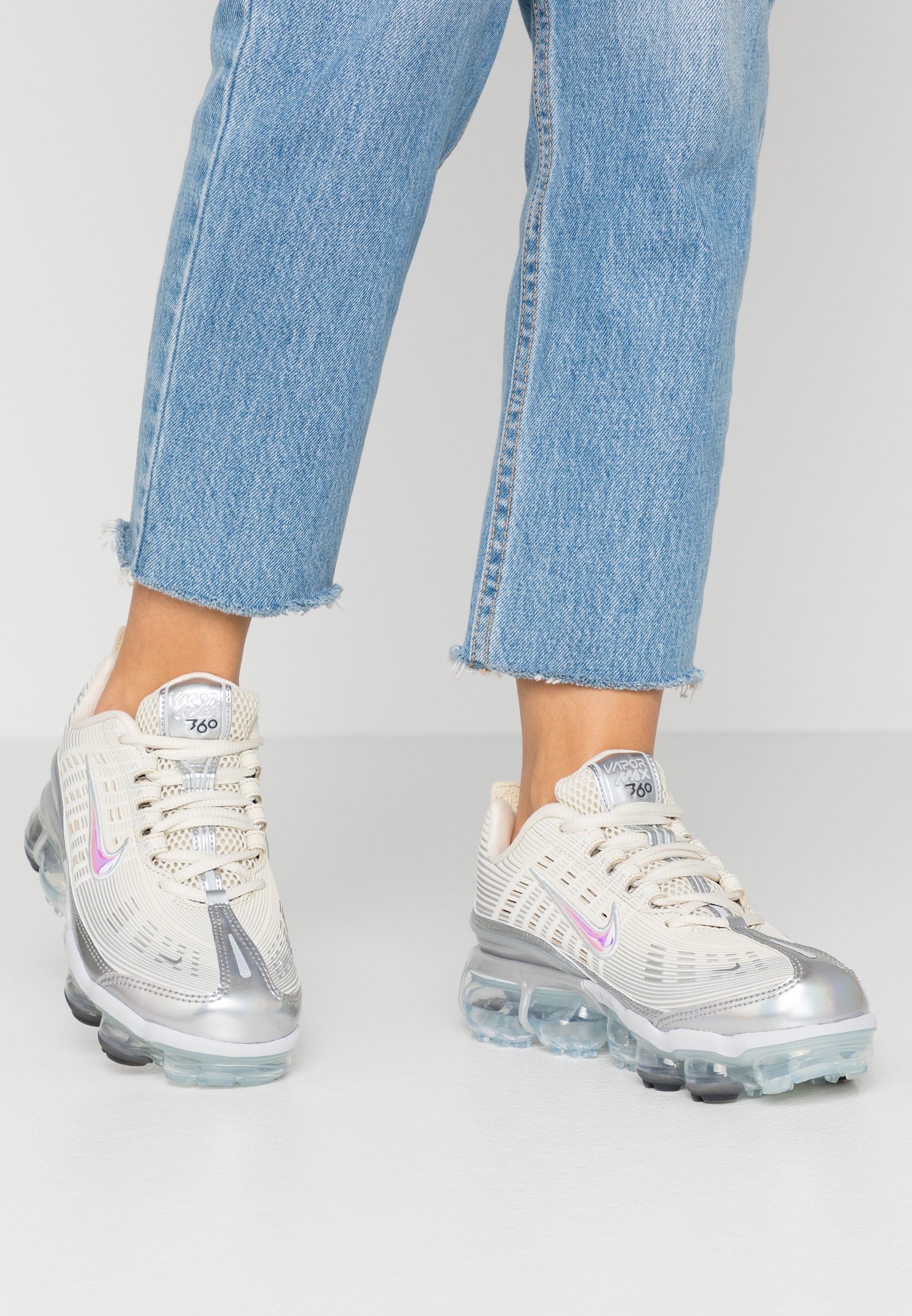 NIKE AIR VAPORMAX 360 Baskets basses fossilmetallic silverblacksummit white