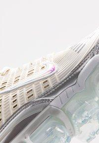 Nike Sportswear - NIKE AIR VAPORMAX 360 - Zapatillas - fossil/metallic silver/black/summit white - 2