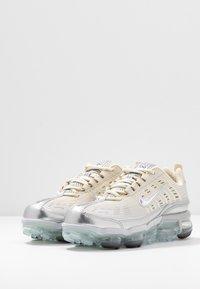 Nike Sportswear - NIKE AIR VAPORMAX 360 - Zapatillas - fossil/metallic silver/black/summit white - 4