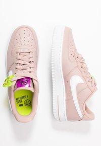 Nike Sportswear - AIR FORCE 1 - Matalavartiset tennarit - stone mauve/white/vivid purple/lemon - 3
