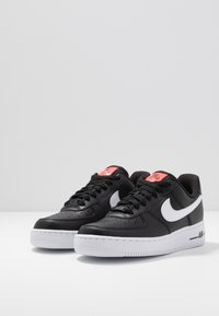 Nike Sportswear - AIR FORCE 1 - Zapatillas - black/white/bright crimson/green strike - 4
