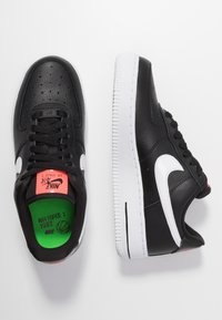 Nike Sportswear - AIR FORCE 1 - Zapatillas - black/white/bright crimson/green strike - 3