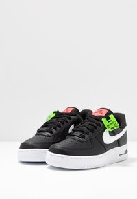 Nike Sportswear - AIR FORCE 1 - Sneakers - black/white/bright crimson/green strike - 4
