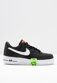 Nike Sportswear - AIR FORCE 1 - Sneakers - black/white/bright crimson/green strike - 7