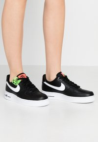 Nike Sportswear - AIR FORCE 1 - Sneakers - black/white/bright crimson/green strike - 0
