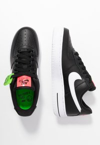 Nike Sportswear - AIR FORCE 1 - Sneakers - black/white/bright crimson/green strike - 3